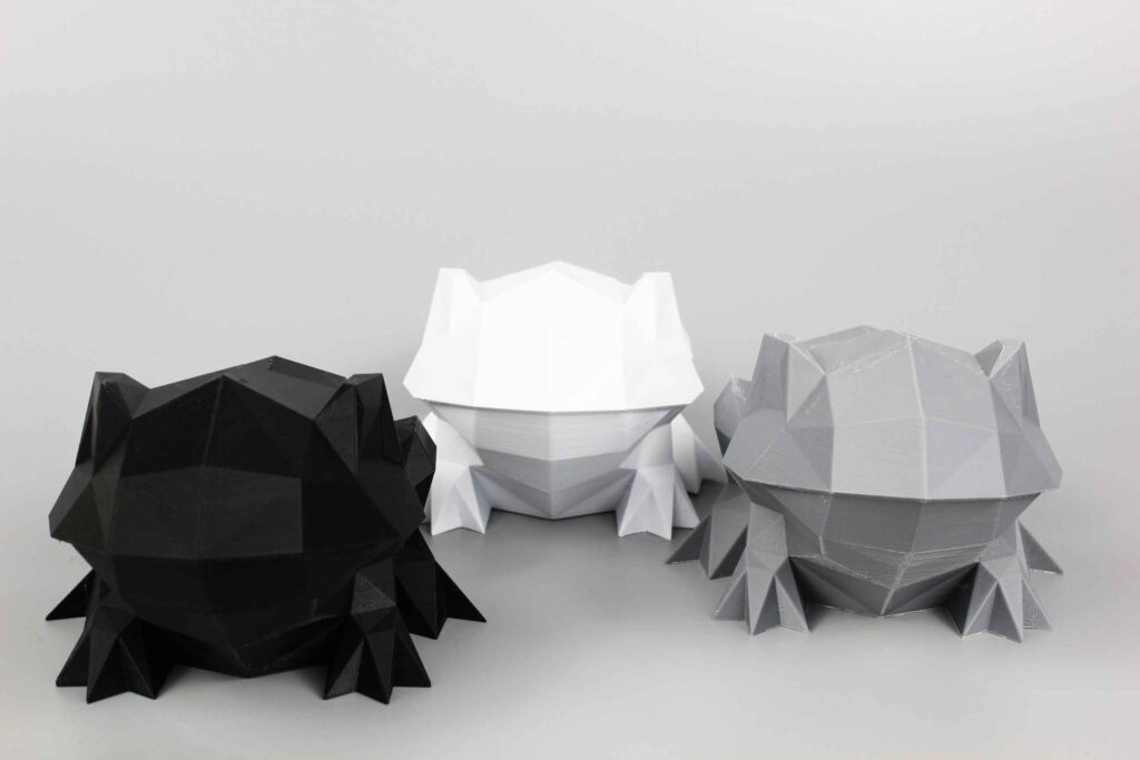 low-poly-frog-sculptures-3d-printed-in-black-white-and-grey-pla-plastic